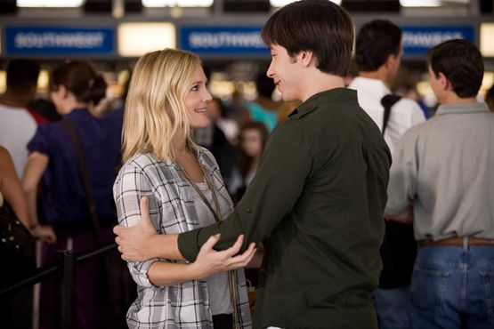 Drew Barrymore and Justin Long in New Line Cinema's romantic comedy Going The Distance, a Warner Bros. Pictures release.